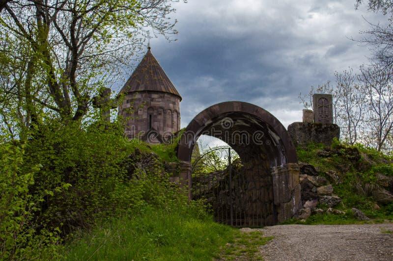 Kruis dichtbij Makaravank-kerk in Tavush-Provincie van Armenië royalty-vrije stock foto's
