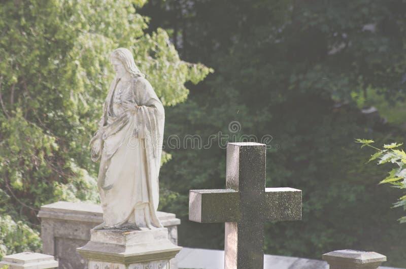 Kruis en Christus op een achtergrond royalty-vrije stock afbeelding