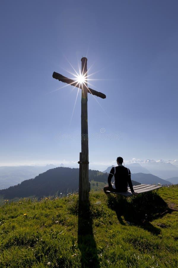 Kruis met zon en de mens royalty-vrije stock foto