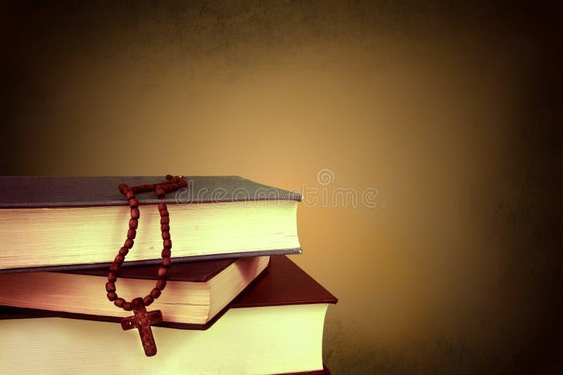 Kruis op de boeken royalty-vrije stock fotografie
