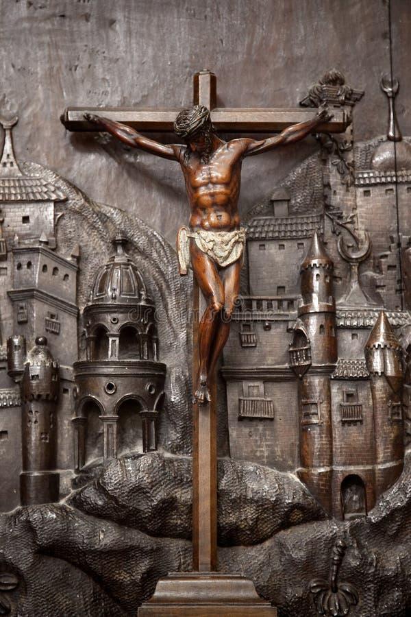 Kruisiging in bas-hulp royalty-vrije stock afbeeldingen