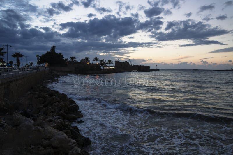 Kruisvaarders Overzees Kasteel tijdens zonsondergang bij de zeekust van Sidon, Libanon stock fotografie