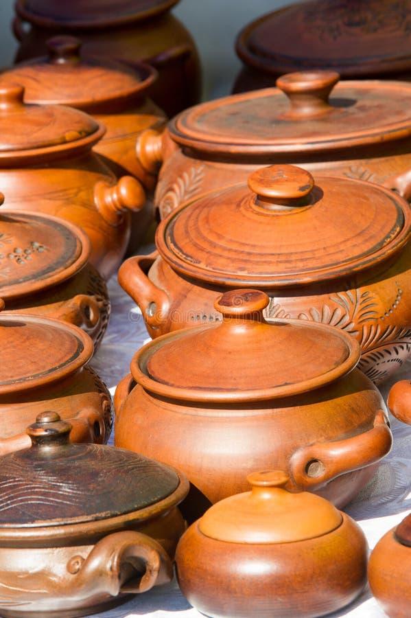 krukmakeri krukor, disk och andra artiklar som göras av lergods eller royaltyfria bilder