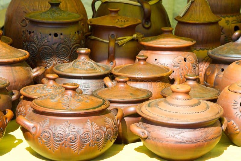 krukmakeri krukor, disk och andra artiklar som göras av lergods eller royaltyfri fotografi