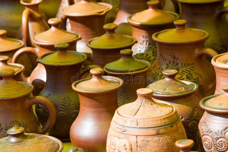 krukmakeri krukor, disk och andra artiklar som göras av lergods eller royaltyfri foto
