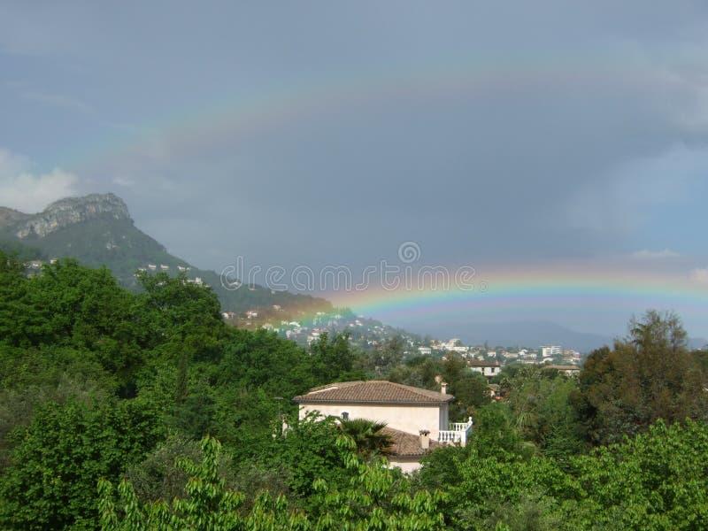 krukor för ` 2 av guld - dubbel regnbåge`, royaltyfria foton