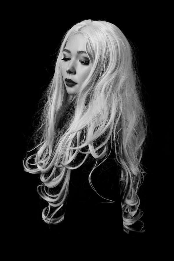 Krullende blonde haren royalty-vrije stock afbeelding