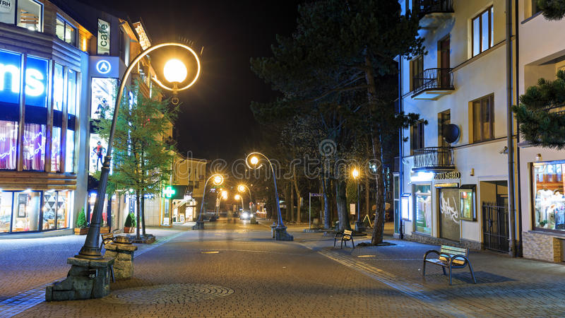 Krupowki -最著名的街道在扎科帕内在晚上 库存照片