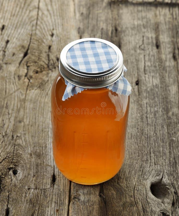 Krus av honung arkivfoton