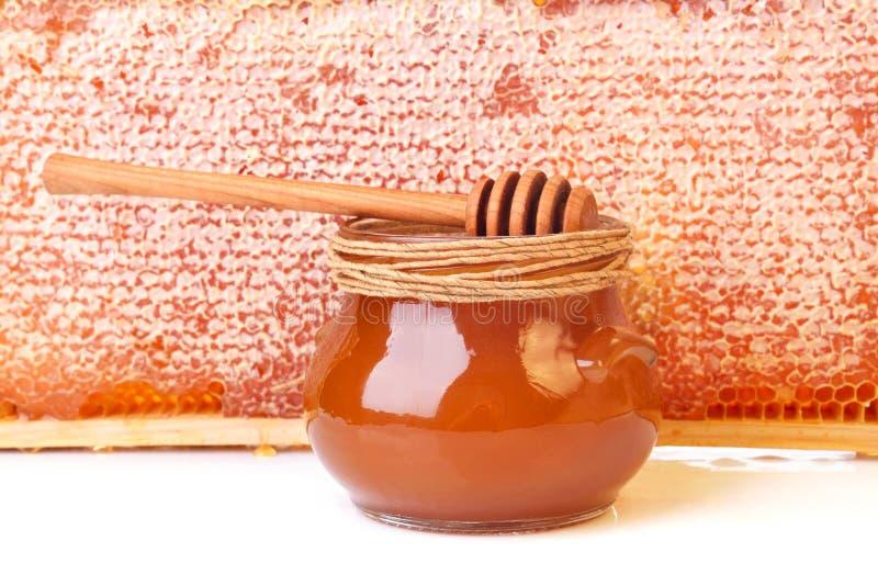 Krus med honung arkivbild