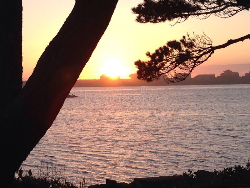 krusigt vatten och solnedgång arkivbilder