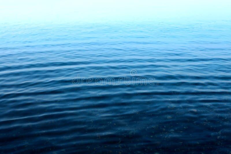 Krusning på yttersidan av vattnet royaltyfri fotografi