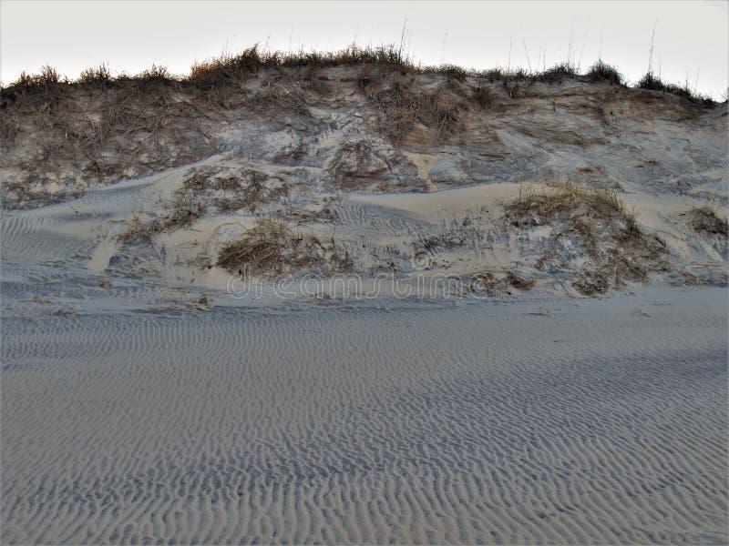 Krusningar i sand längs uddeHatteras dyn fotografering för bildbyråer