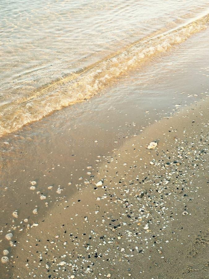Krusningar på sanden arkivfoto