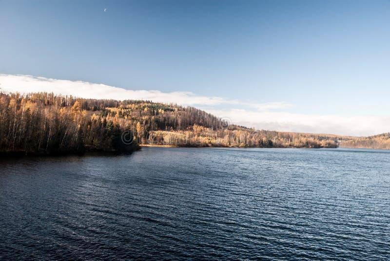 Kruzberk rezerwat wodny blisko Opava miasta w republika czech podczas ładnego jesień dnia obrazy royalty free