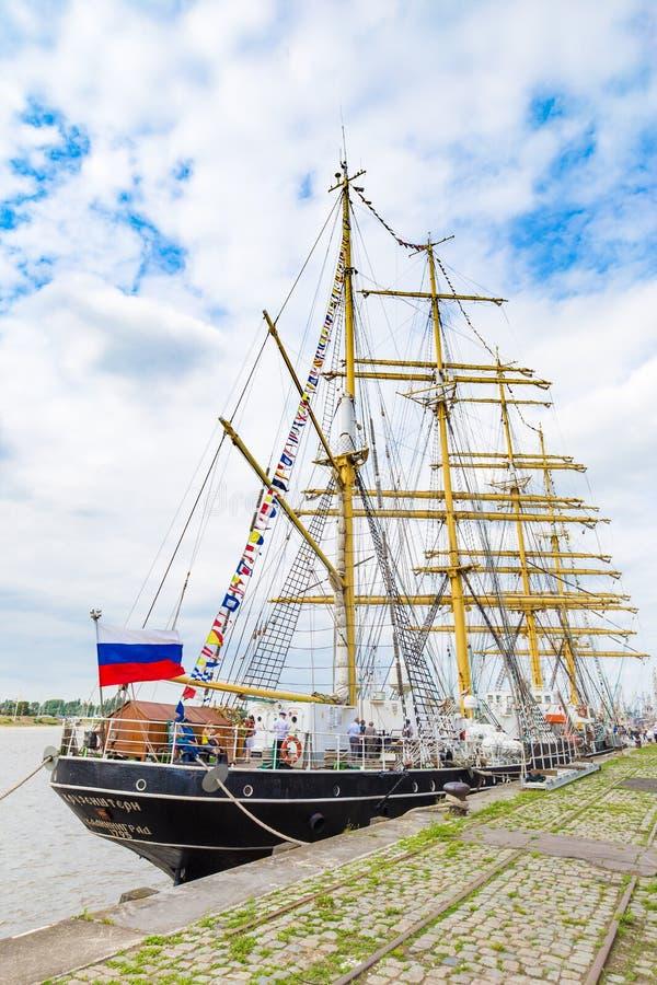 Kruzenstern som ses i Antwerp under de högväxta skeppen, springer händelsen 2016 fotografering för bildbyråer