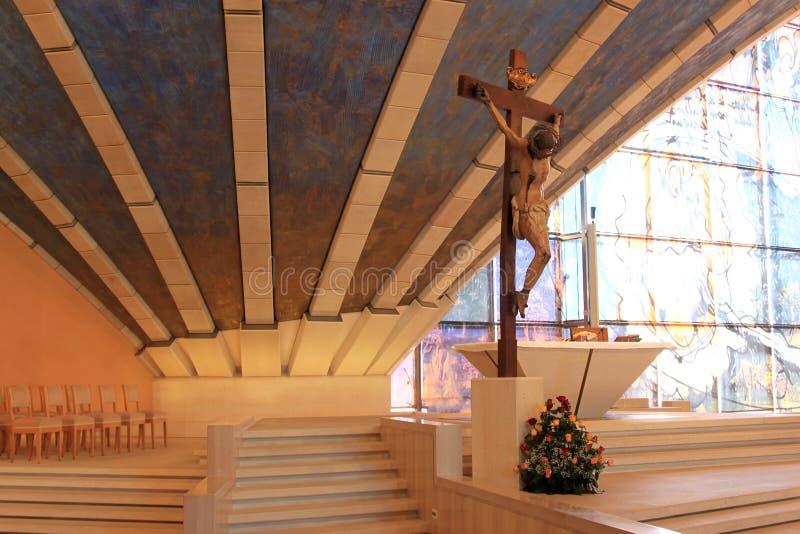 Kruzifix in der Feldgeistlichen Pio Pilgrimage Church, Italien stockfotos