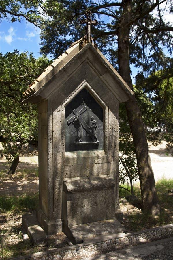 Kruzifixquerdenkmal auf den Berg filerimos, Griechenland, Rhodos lizenzfreie stockfotos