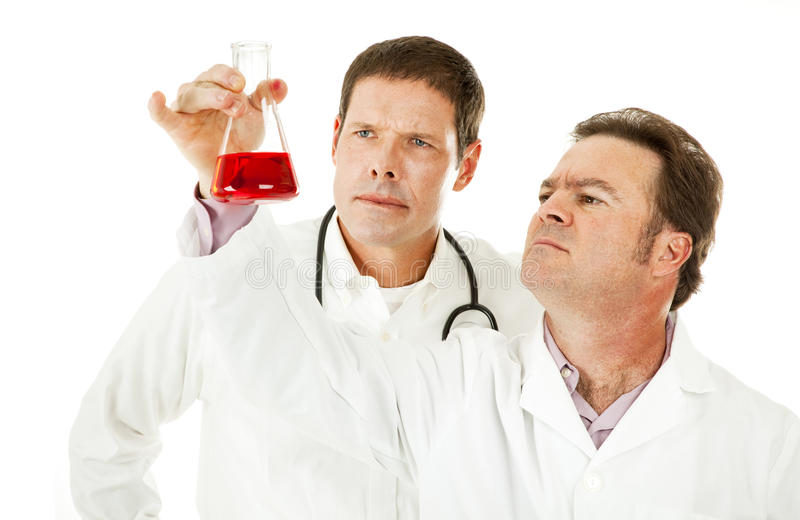 krwionośne lekarki egzamininują próbkę obrazy royalty free