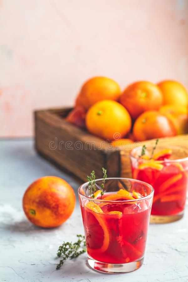 Krwionośnej pomarańcze Margarita koktajl z lodem i macierzanką fotografia royalty free