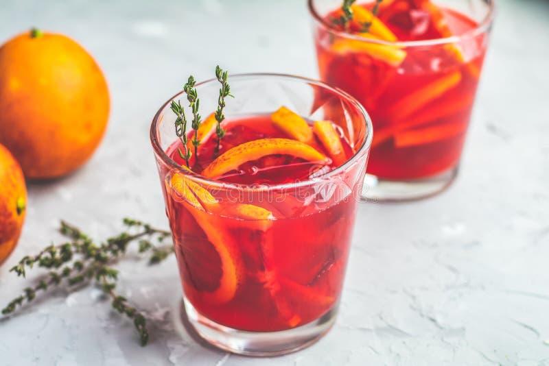 Krwionośnej pomarańcze Margarita koktajl z lodem i macierzanką zdjęcie stock
