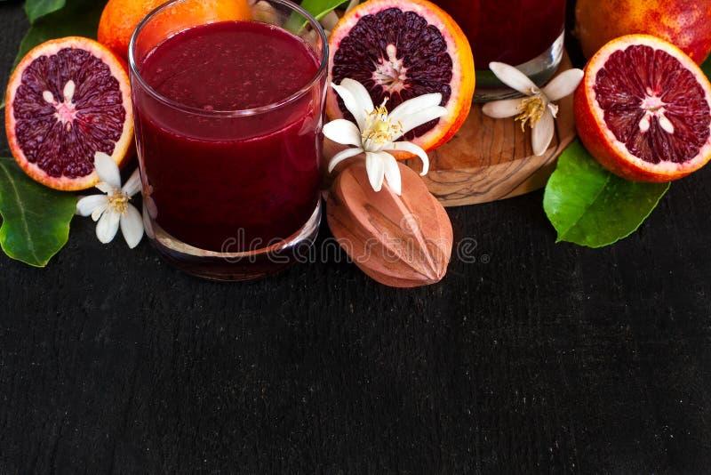 Krwionośny soku pomarańczowego tło obrazy stock