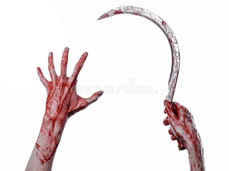 Krwista ręka trzyma sierpa, sierp krwisty, krwista kosa, krwisty temat, Halloween temat, biały tło, odizolowywający zdjęcia royalty free