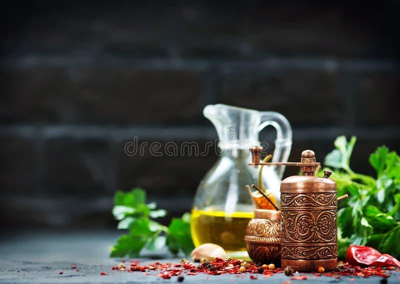 Krydda och olja arkivbilder