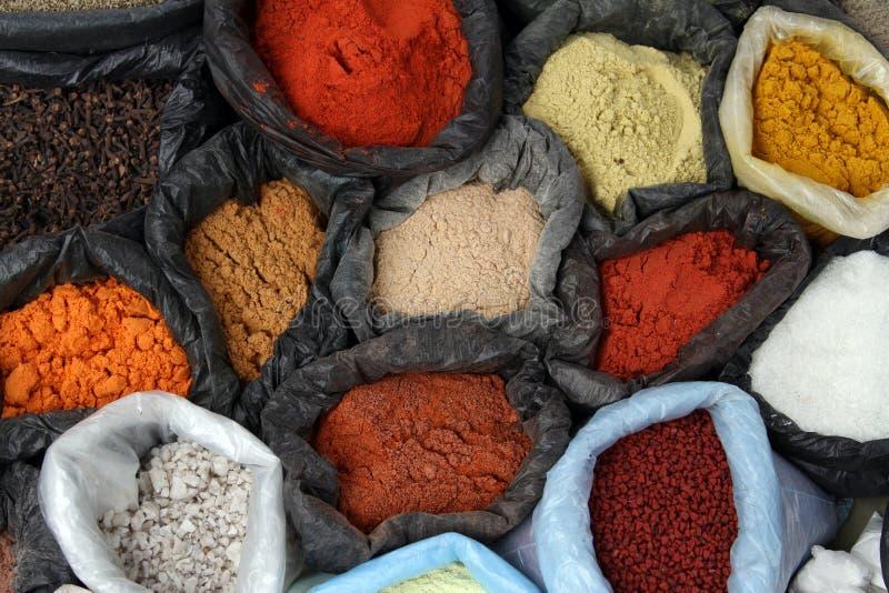 Krydda på en marknad arkivfoto