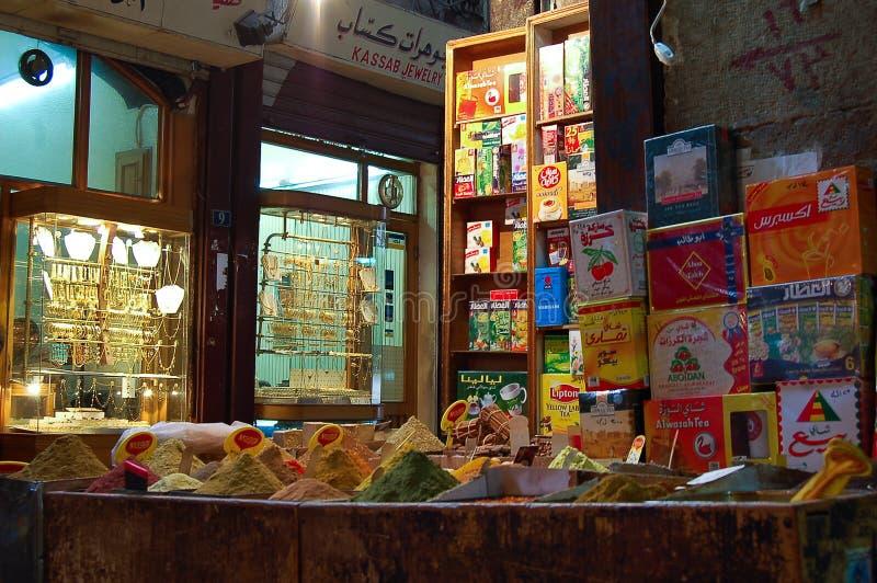 Kryddan shoppar i basarerna av Damascus, Syrien royaltyfria bilder