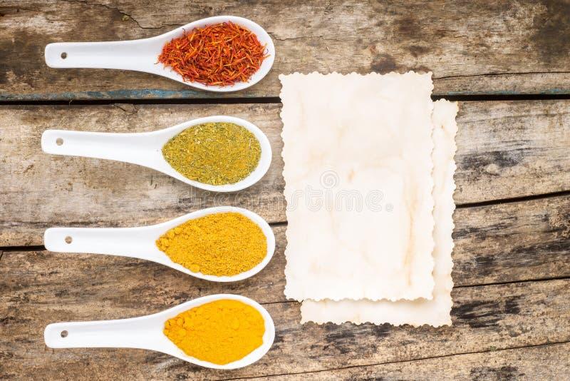 Kryddar receptbakgrund royaltyfria foton