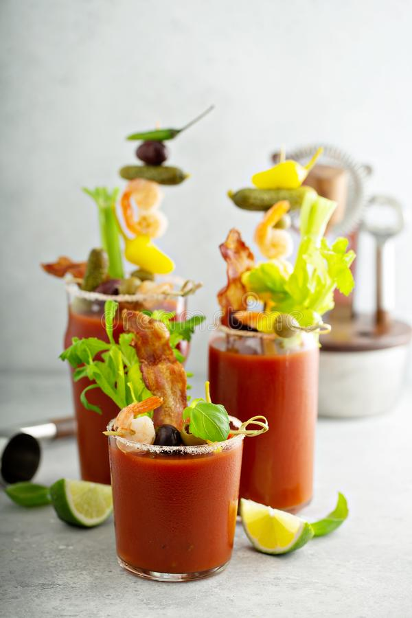 Kryddig bacon blodiga mary royaltyfria bilder