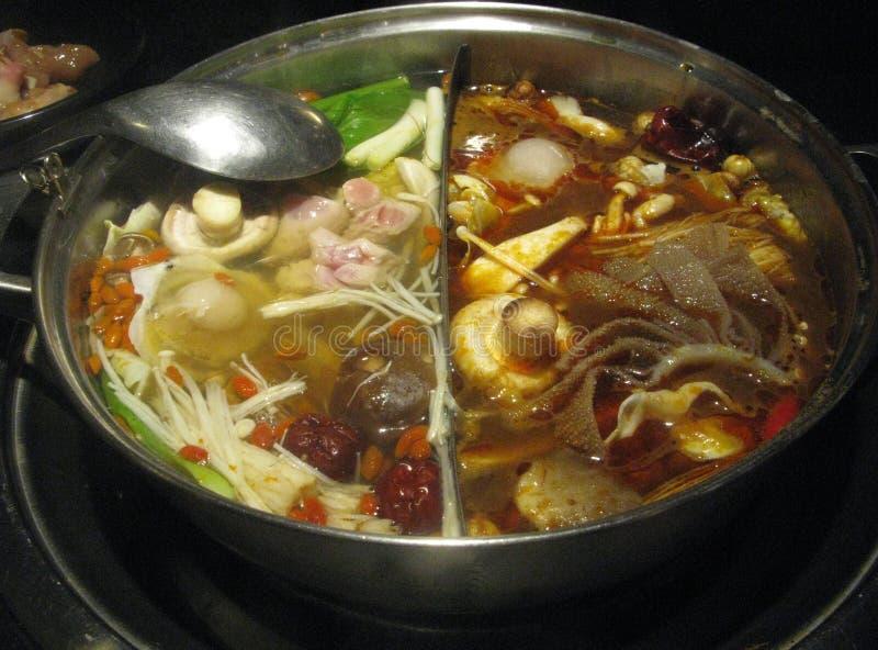 kryddig kinesisk varm kruka arkivfoton
