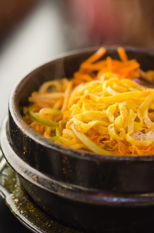 Kryddig koreansk soppa fotografering för bildbyråer