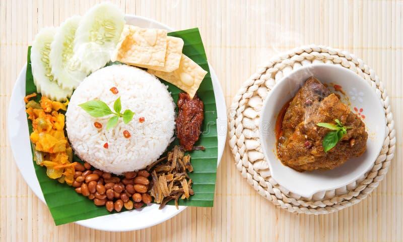Kryddig Nasi lemak som är varm och arkivfoton