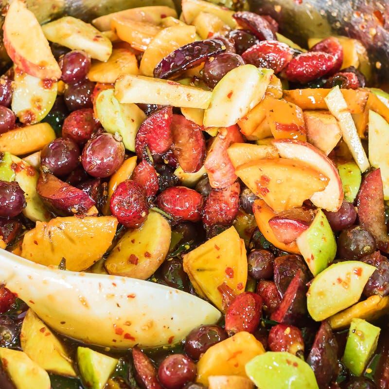 Kryddig sallad för blandad frukt royaltyfria foton