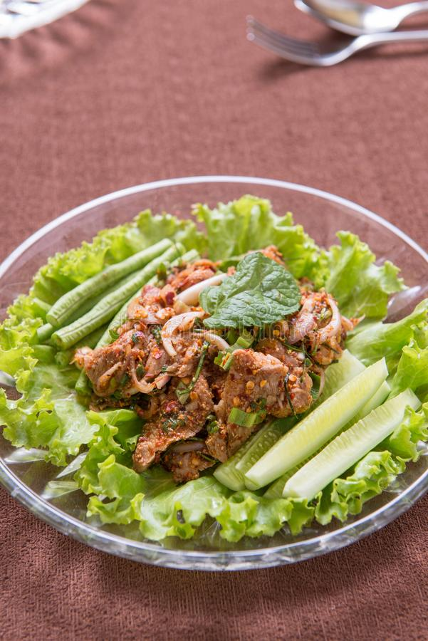 Kryddig sallad för griskött arkivfoton