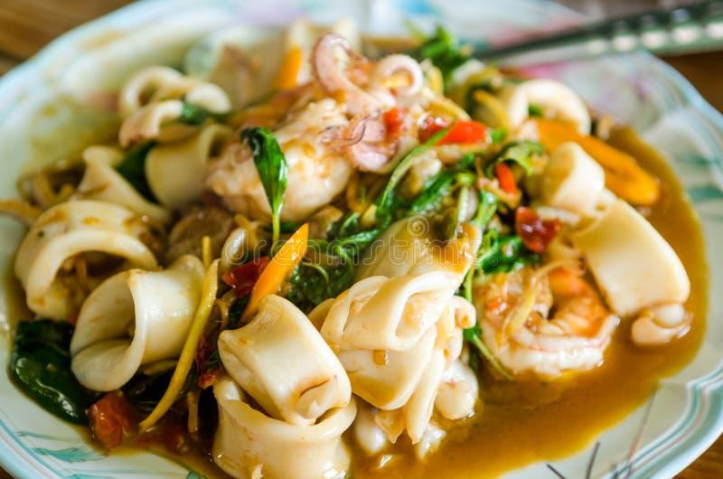 Kryddig tioarmad bläckfisk för thailändsk mat arkivfoto