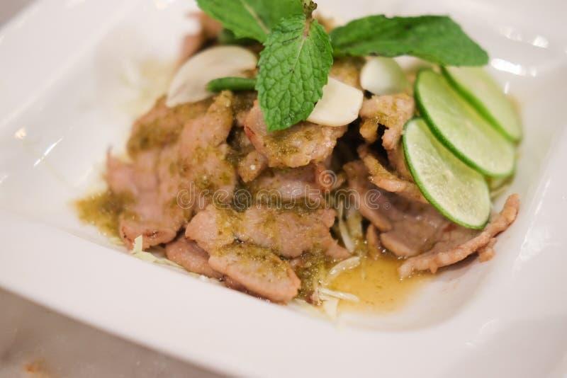 Kryddigt griskött med Lemongrass royaltyfria foton