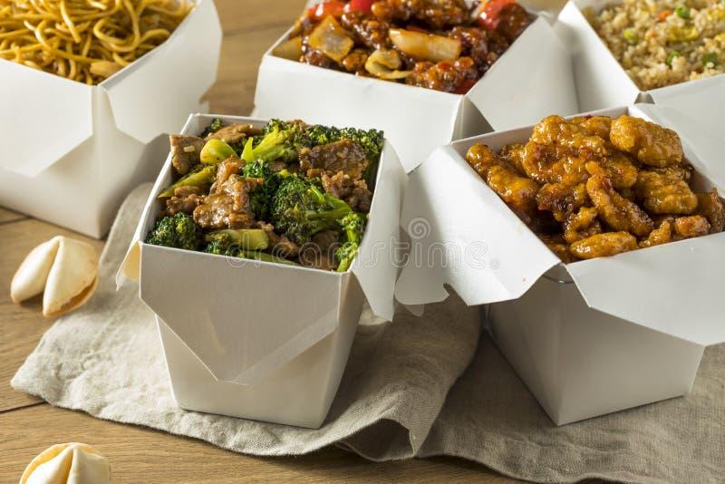 Kryddigt kinesiskt tar ut mat arkivfoton