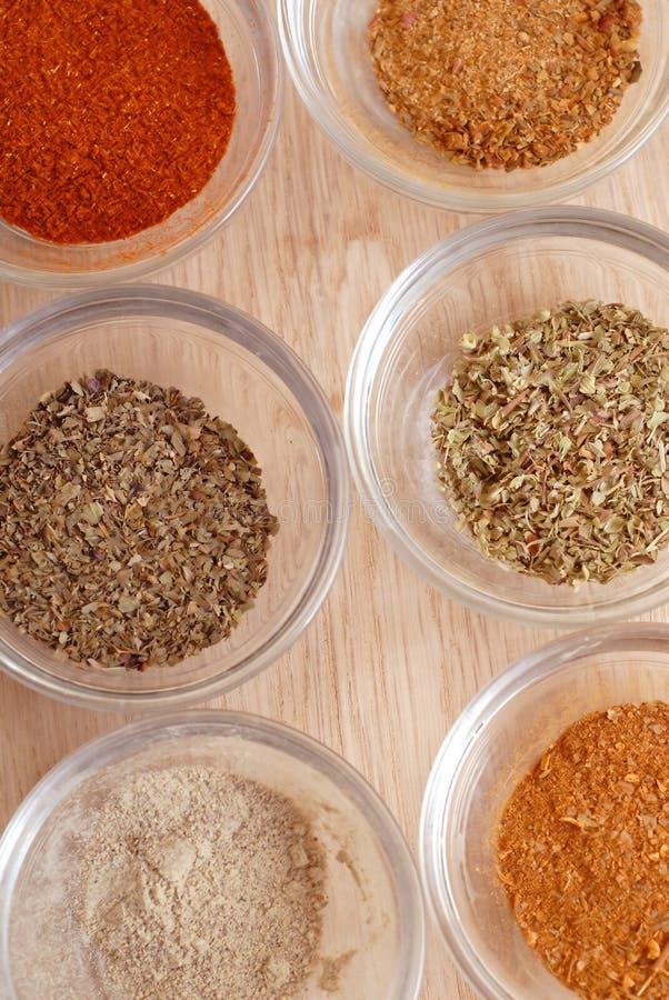 Kryddor för förbereder smaklig mat arkivbilder