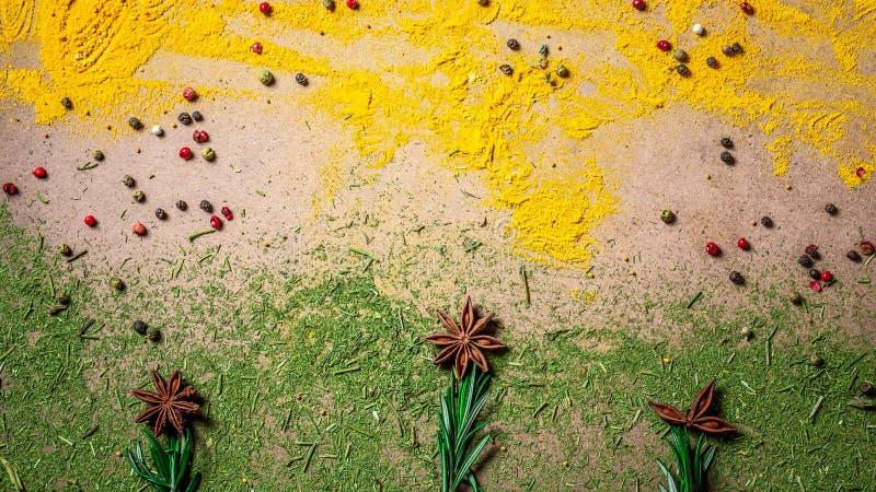 Kryddor och örter i form av en blomma Blandningkryddor Top beskådar Utrymme för text fotografering för bildbyråer