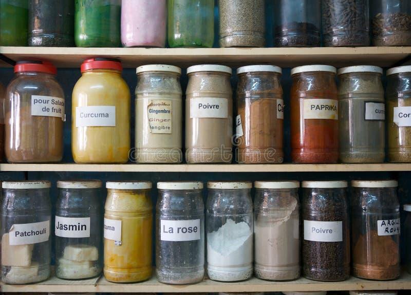 Kryddor och naturliga anstrykningar arkivbild