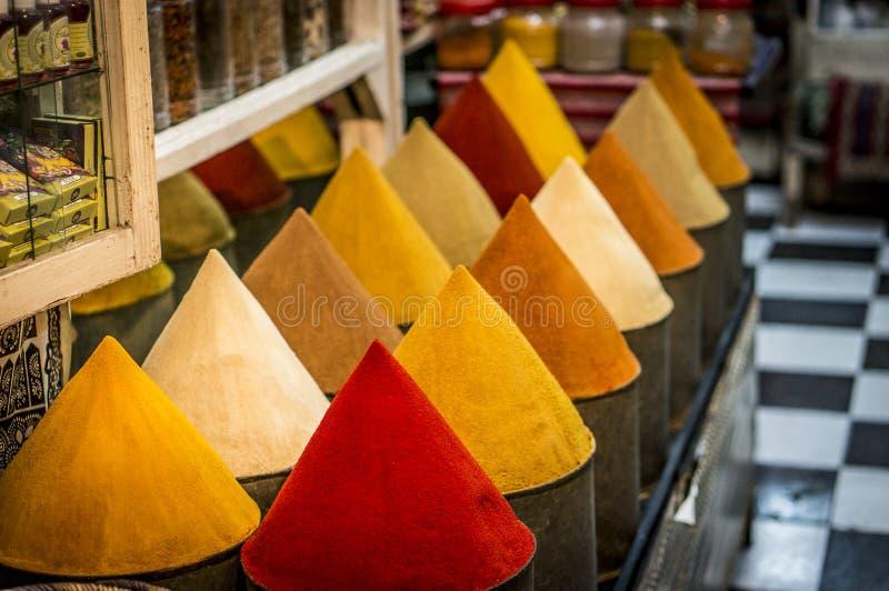 Kryddor på marknaden av Marrakesh royaltyfri fotografi