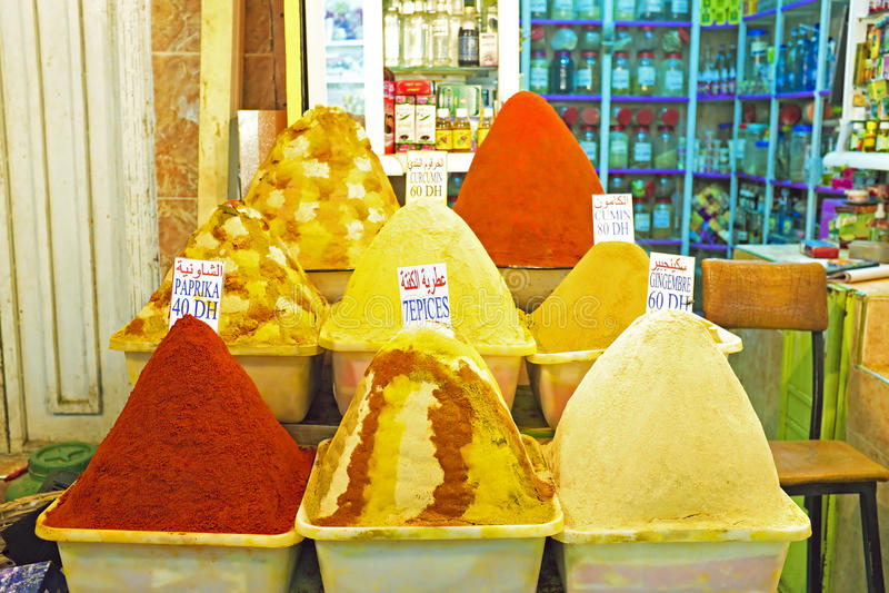 Kryddor på marknaden av Marrakesh, Marocko fotografering för bildbyråer
