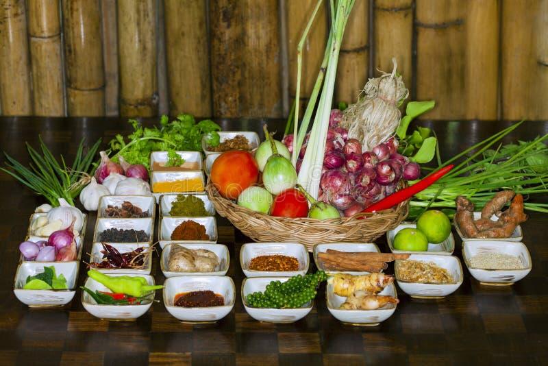 Kryddor som är stora för deras matlagning royaltyfria bilder