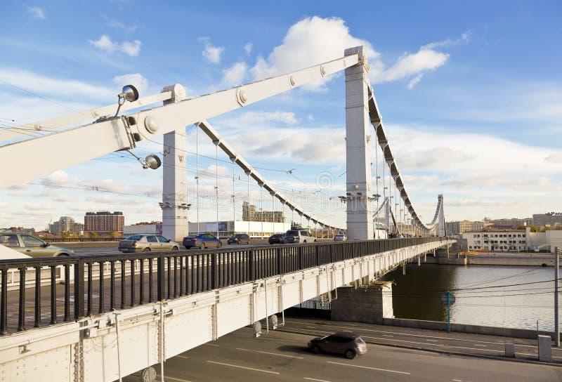 Krymsky-Brücke über dem Moskva-Fluss lizenzfreie stockbilder