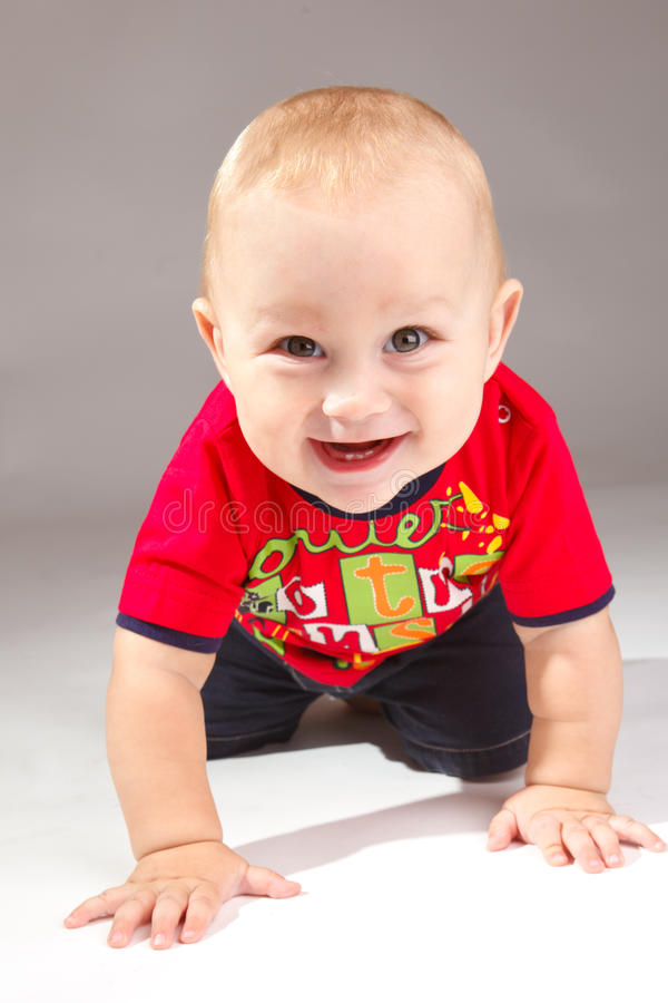 kryper litet barn royaltyfri foto