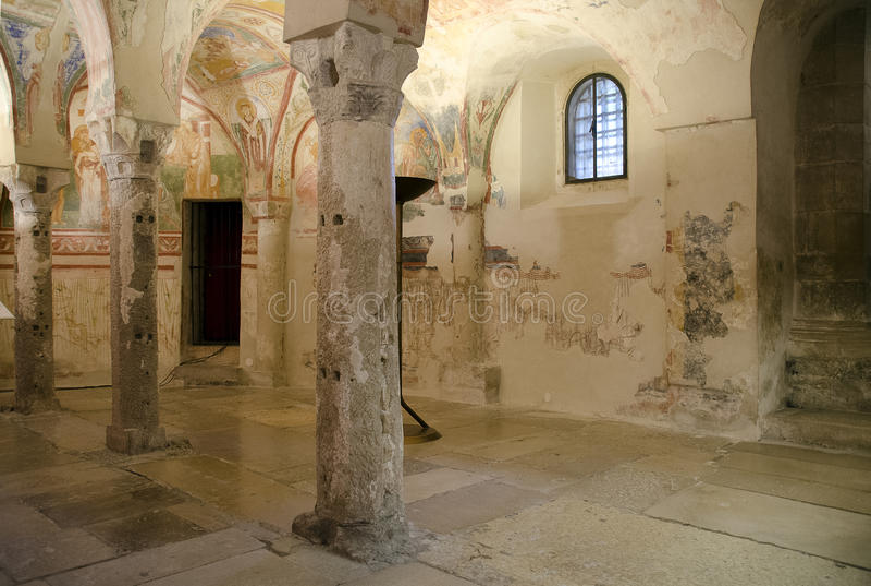 Krypta av basilikadina Santa Maria Assunta royaltyfria bilder