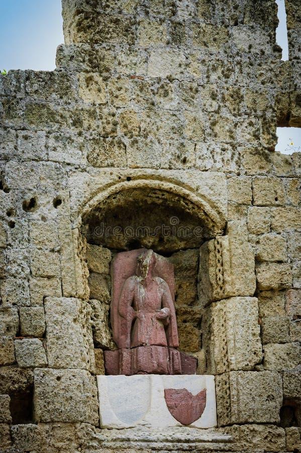 Krypta och staty i Rhodes royaltyfri bild